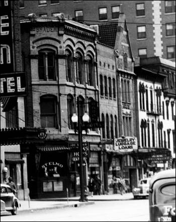 Image of St. Elmo Steak House from Bass Photo Co. Collection, Indiana Historical Society.